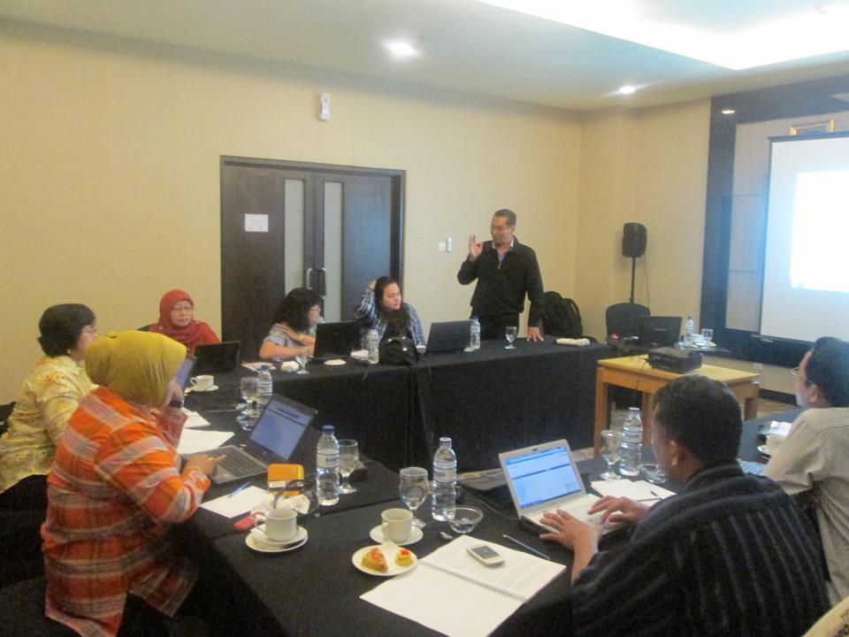 Download Brosur Training Wartawan Tertulis  Surabaya