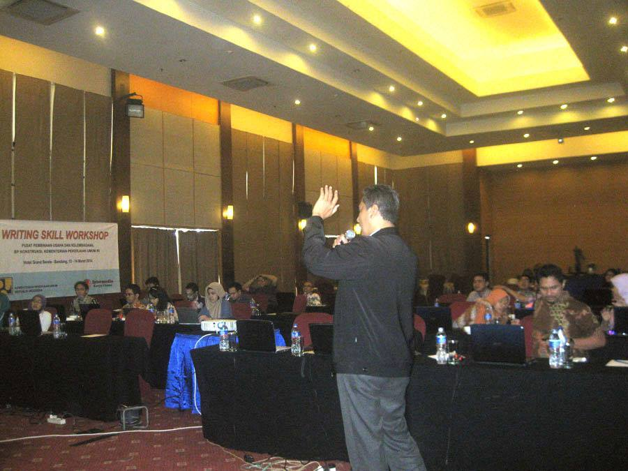 Download Brosur Training Jurnalistik Humas  Di Semarang